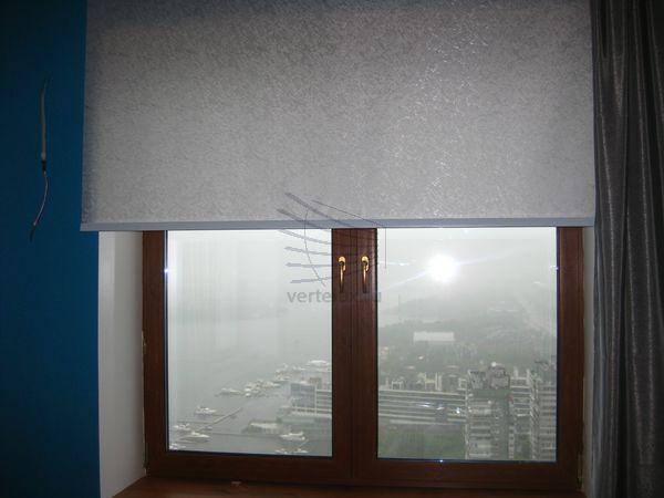 Рулонные шторы в гостевой