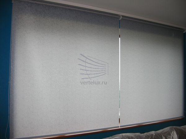 Рулонные шторы в зале