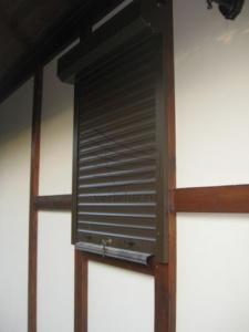 Рольставни на окно в дом