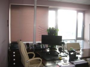 Рулонные шторы в офис помещение
